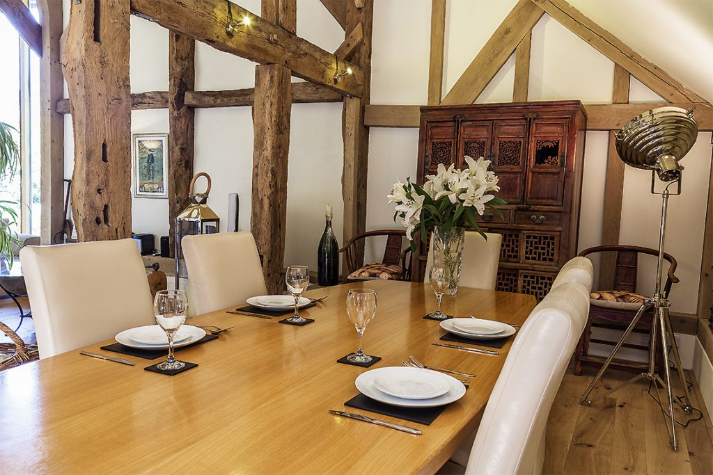 Cowshot Manor barn-dining area3